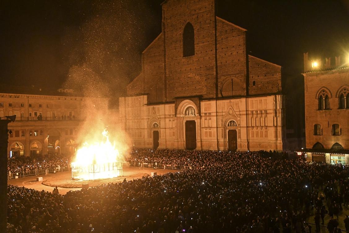 http://www.gliimpresari.com/files/gimgs/th-73_corriere di bologna-2.jpg